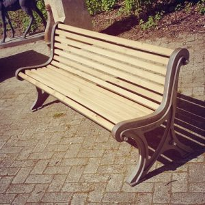 Villa d'Or garden park bench Le banc Ideal