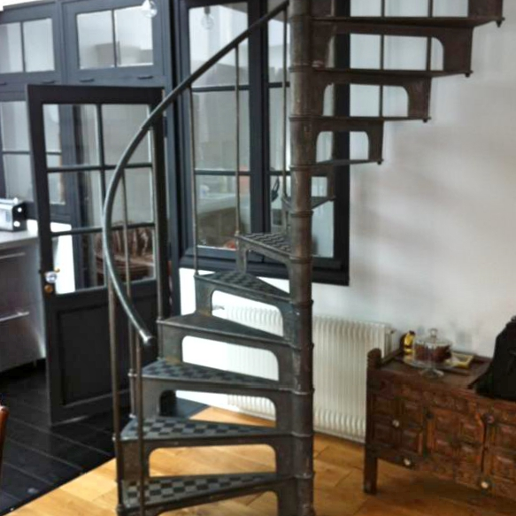 escalier industriel colima on french cast iron spiral stairs. Black Bedroom Furniture Sets. Home Design Ideas