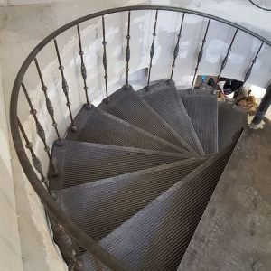 Arrival of the spiral staircase at the top